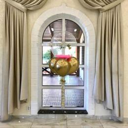 Букет с шаром bubbles с перьями на крестины для девочки