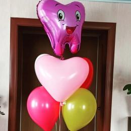 Букет с шариками и сердцем на первый зубик