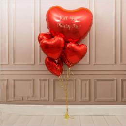 Букет из красных сердец на предложение руки и сердца с большим сердцем