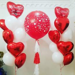 Композиция на предложения любимой женщине с большим красным шаром и сердцами: Marry me