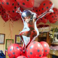 Композиция из шаров Леди Баг с одним фонтаном в горошек - дополнительное фото #2