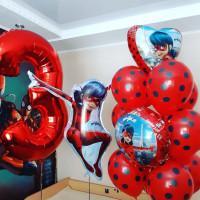 Композиция из шаров Леди Баг с цифрой и фольгированными шарами