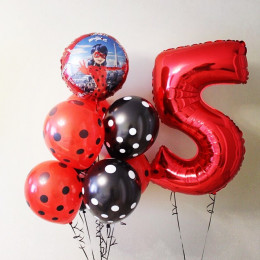 Композиция из шаров Леди Баг с цифрой и чёрно-красным фонтаном