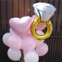 Букет из шариков с кольцом и сердцами