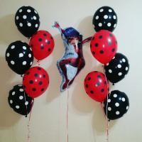 Композиция из гелевых шариков с Леди Баг и шарами в горошек