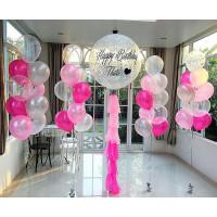 Композиция из воздушных шаров на свадьбу с большим шаром и четырьмя фонтанами