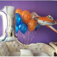 Композиция из гелевых шариков на годовасие с самолетом Дасти