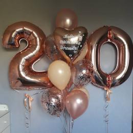 Композиция из гелиевых шариков на двадцать лет доченьке в цвете розовое-золото