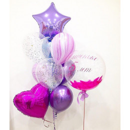 Композиция из воздушных шаров на День Рождения с шаром с розовыми перьями, сердцем и звездой