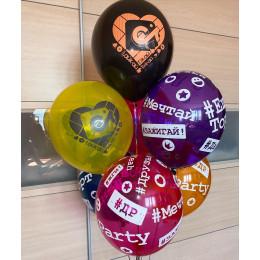 Композиция из шаров с гелием с хештегами и ТикТок на День Рождения