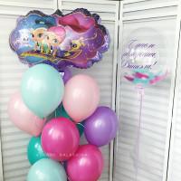 Композиция из шариков Шиммер и Шайн с шаром с перьями