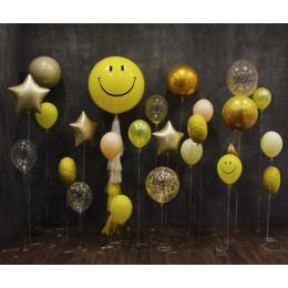 Композиция из воздушных шариков для фотосессии со Смайлами