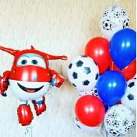 Композиция из воздушных шаров Самолетик Джетт с футбольными мячами