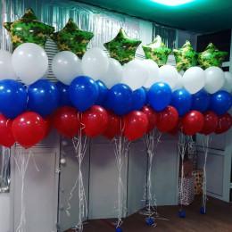 Композиция из шариков с гелием Триколор со звездами милитари
