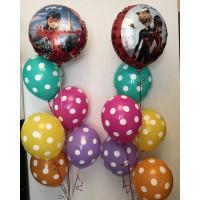 Композиция из воздушных шаров Леди Баг и Супер Кот с разноцветными шарами в горох
