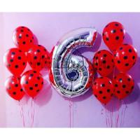 Композиция из шариков с гелием с серебряной цифрой и красными шарами в горошек