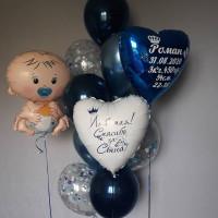 Композиция из гелевых шариков на выписку новорожденного с сердцами с индивидуальными надписями