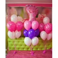 Композиция из шариков из трех фонтанов с розовой ножкой на выписку девочки