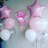 Композиция из воздушных шариков с розовым мишкой и фонтанами со звездами на выписку