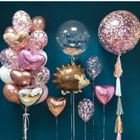 Композиция из гелевых шаров на День Рождения с Ежиком, большим шаром с конфетти и шаром с перьями