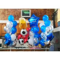Композиция из воздушных шариков мужчине с кружкой пива, лобстером и футбольными мячами