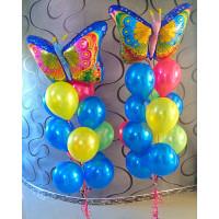 Композиция из шаров с гелием из двух фонтанов с бабочками