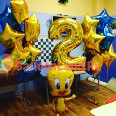 Композиция из воздушных шаров Твитти с цифрой и звездами