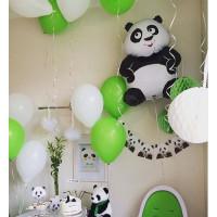 Композиция из шариков с гелием с Пандой в бело-зеленых тонах