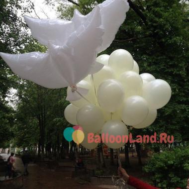 Букет из воздушных шариков белый с голубями