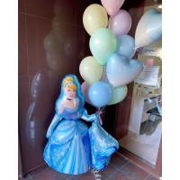 Композиция из гелевых шариков с фигурой Золушки и букетом с сердцами