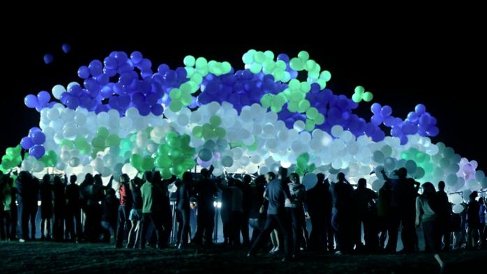 Много светящихся шаров
